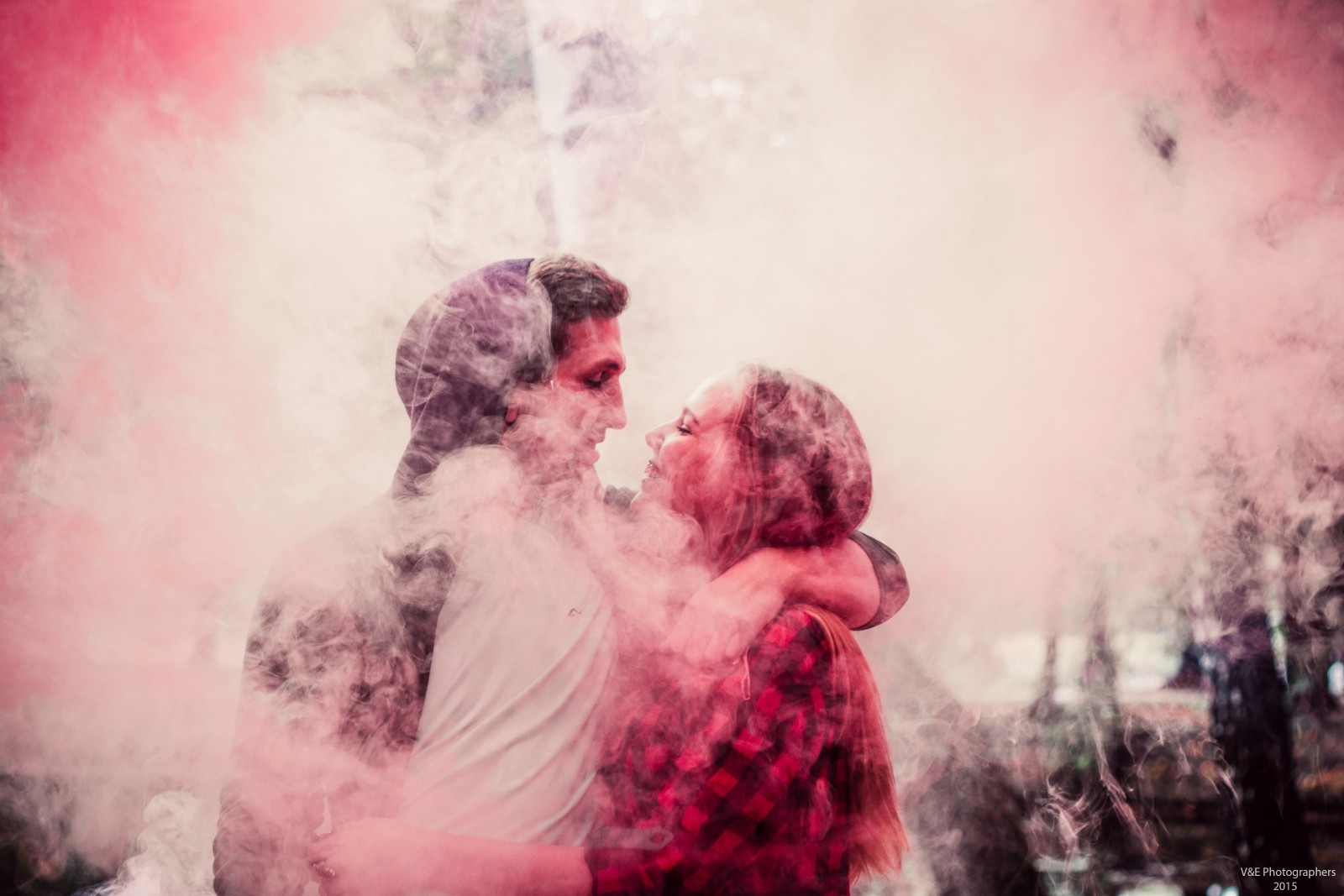 couple-embracing-in-fog
